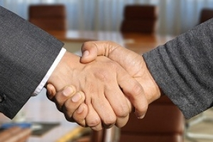 Cần vay vốn đầu tư kinh doanh thì có nên vay ngân hàng hay không?