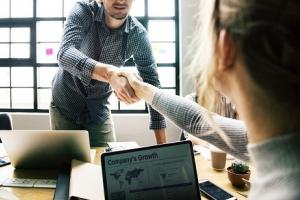 Nợ vay là gì? 5 lý do hàng đầu giải thích tại sao vay nợ lại ích lợi hơn bán cổ phần sở hữu?