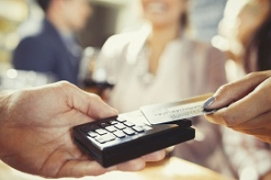 Sử dụng thẻ ghi nợ trả trước để cải thiện tài chính cá nhân