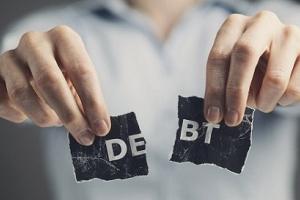 Gia đình phải chi tiêu tiết kiệm để trả nợ tiền vay ngân hàng mua nhà